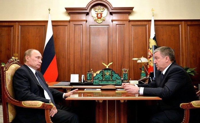 Владимир Путин не стал отправлять в отставку своего назначенца в Карелии. Фото: президент.рф