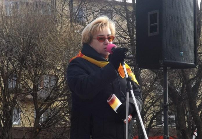 """Лидер карельских """"справедливороссов"""" Ирина Петеляева отметилась на митинге против роста тарифов в Олонце. Фото: vk.com"""