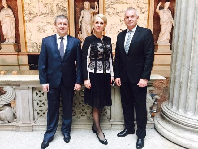 Глава Карелии Александр Худилайнен (слева) и гендиректор Корпорации развития республики Анна Позднякова во время официального визита в Австрию. Фото: kr-rk.ru