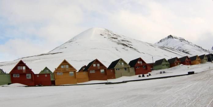 Норвежский поселок Лонгйирбюен - административный центр Шпицбергена. Фото: Валерий Поташов