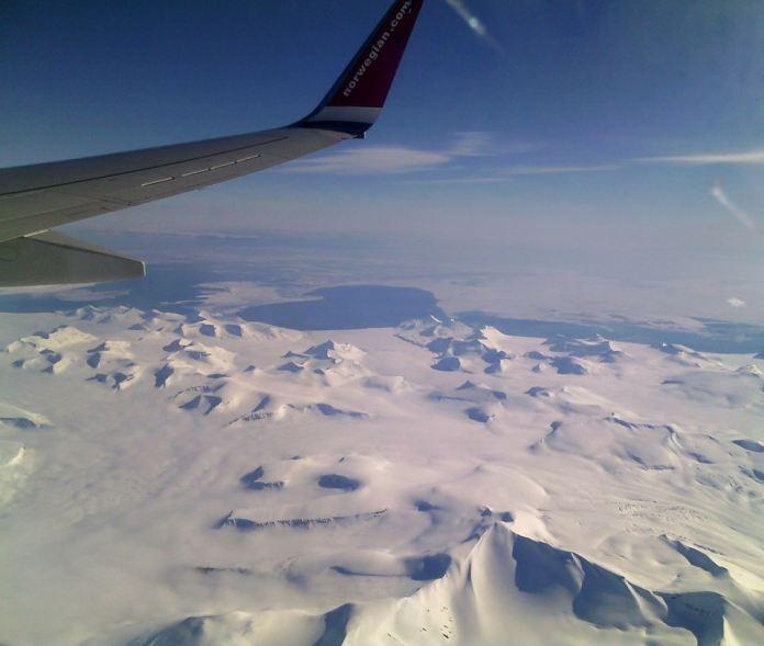 Так выглядит полярный архипелаг из иллюминатора самолета. Фото: Валерий Поташов
