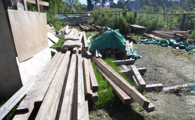 По решению суда Сергею Григорьеву пришлось разобрать летний домик. Фото: Алексей Владимиров
