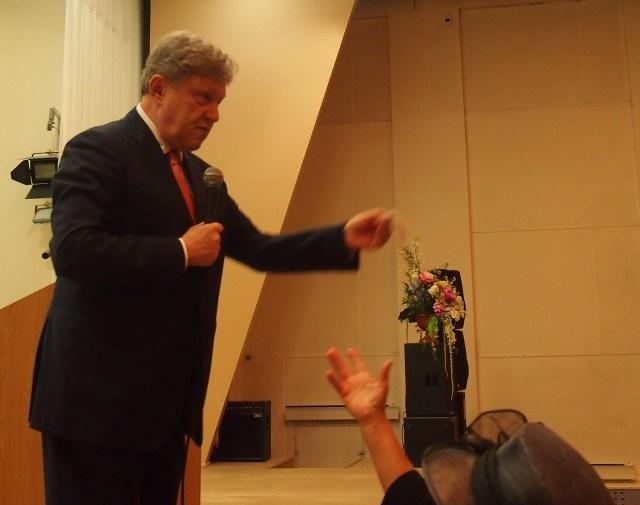 Григорий Явлинский отвечает на вопросы жителей карельской столицы. Фото: Валерий Поташов