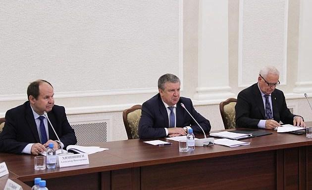 Глава Карелии выступает на заседании республиканского правительства. Фото: gov.karelia.ru