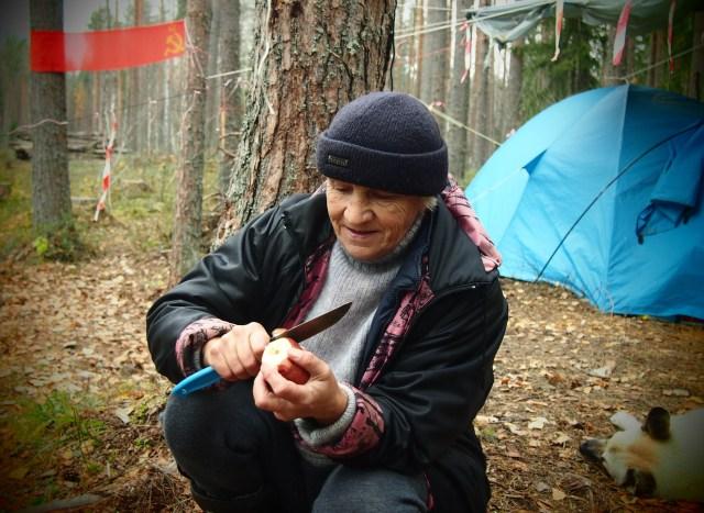 Пенсионерка из Суны Нина Шалаева - защитница Сунского бора. Фото: Валерий Поташов