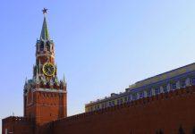 Новый год приходит в Россию под бой кремлевских курантов. Фото: vk.com