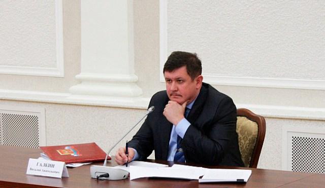 Виталий Галкин на заседании комиссии по противодействию коррупции. Фото: gov.karelia.ru