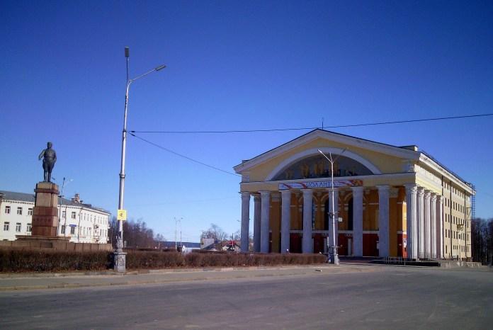 Площадь Кирова - гайд-парк Петрозаводска. Фото: Валерий Поташов