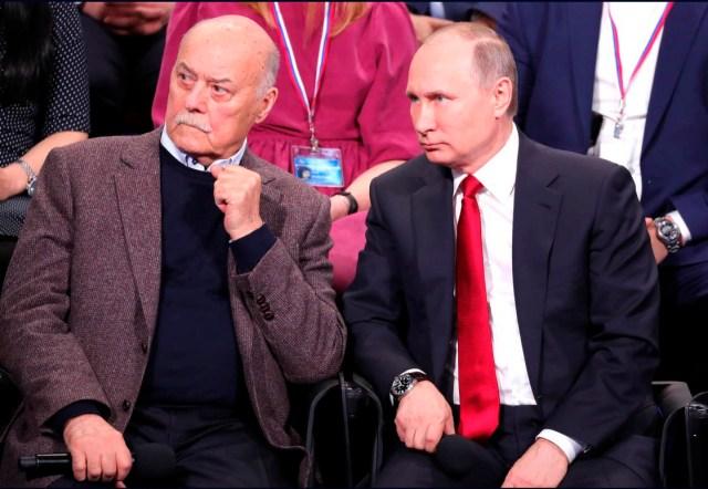 Владимир Путин и сопредседатель ОНФ Станислав Говорухин на встрече с участниками Медиафорума. Фото: президент. рф