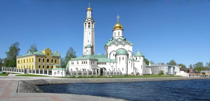 Патриаршее подворье планировало возвести на набережной Онежского озера огромный храмовый комплекс. Фото: tovrest.ru