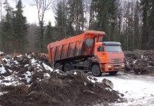 Незаконное захоронение мусора приобрело в Карелии промышленный масштаб. Фото: Алексей Владимиров