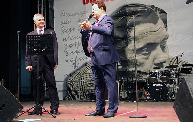 Артур Парфенчиков спел в Петрозаводске дуэтом с Иосифом Кобзоном. Фото: gov.karelia.ru