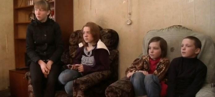 Помнит ли госпожа Старшова об этих детях? Фрагмент шоу Первого канала