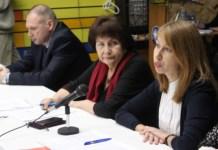 Юрист Елена Пальцева выступает перед участниками публичного обсуждения в Петрозаводском университете. Фото: Валерий Поташов