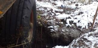 В поселке Импилахти колеса вязнут в канализационных стоках. Фото: Ольга Протасова