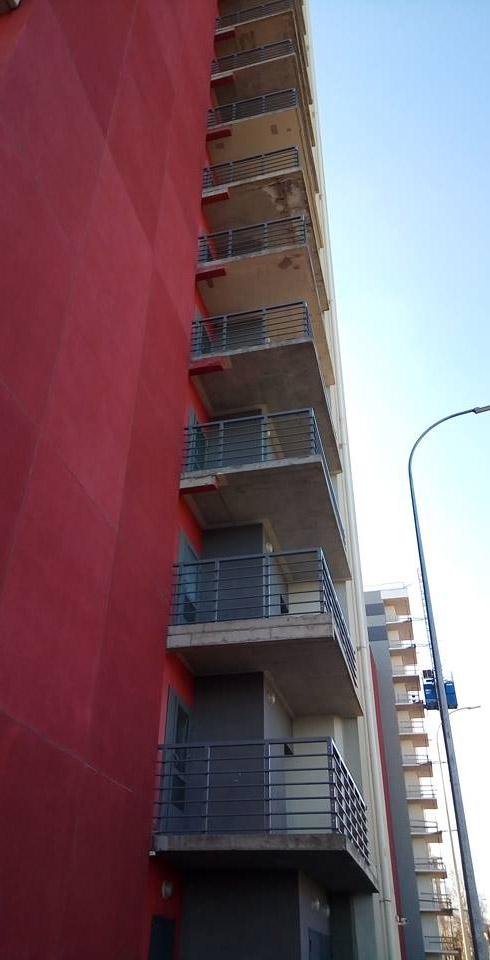 В случае пожара жильцам высотки придется эвакуироваться по этой лестнице. Фото: Татьяна Смирнова