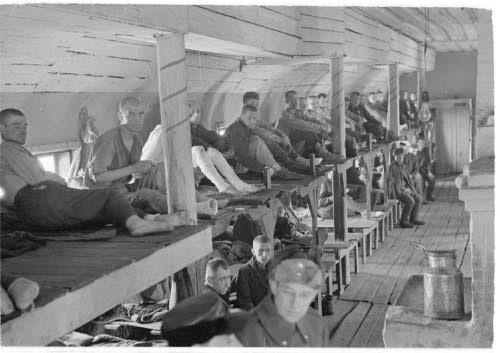 Медвежьегорск. 1942 г. Военнопленные в бараке