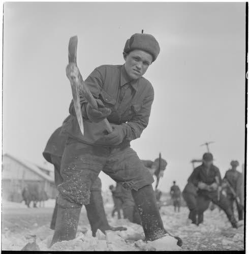 Медвежьегорск. 1942 г. Военнопленные на восстановительных работах