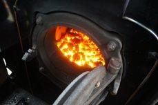 The heart of ech steam engine is a coalfire.