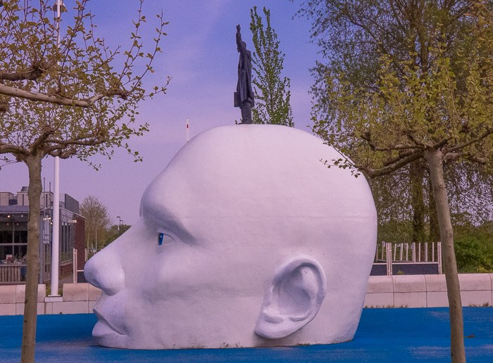 Art around the best Outlet Mall in the Netherlands. This statue is called: Boven Water. Artist: Henk Hofstra