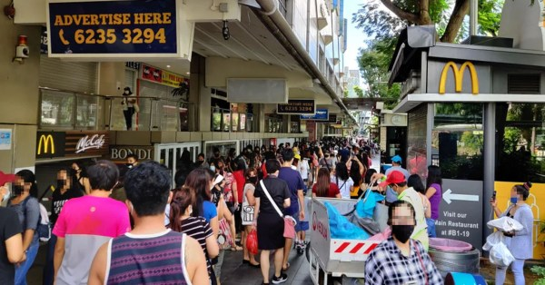Lucky Plaza Sees Snaking Queues On 31 May, Netizens Claim Workers Are Sending Money Home