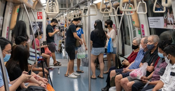 Lady Offers Crying Man In MRT A Hug, Allegedly Convinces Him Not To End His Life