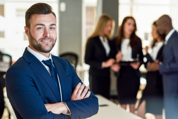 businessman leader in modern office with businesspeople working 1139 960 - Simple Steps to Success: Setting up your Business made Simple