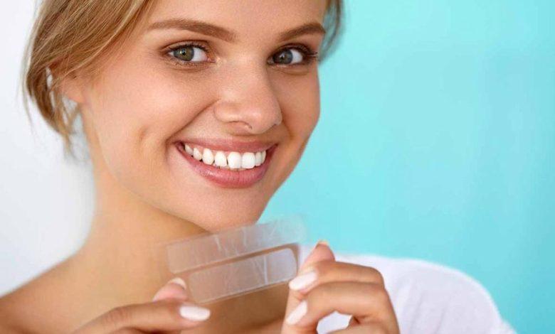 لصقات تبييض الاسنان تعرف على أهم فوائدها وأضرارها /متألقة