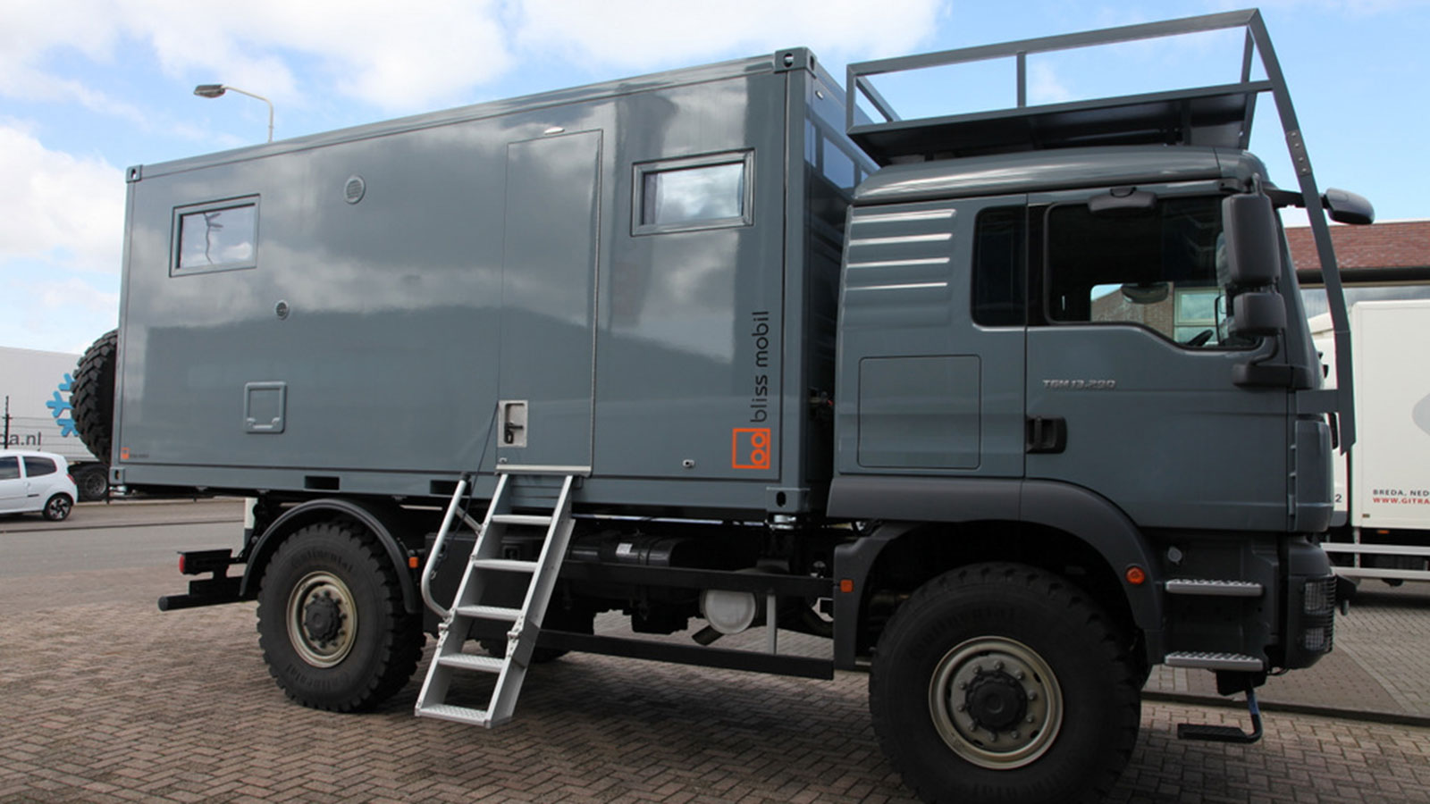 bliss-mobil-expedition-vehicle-1