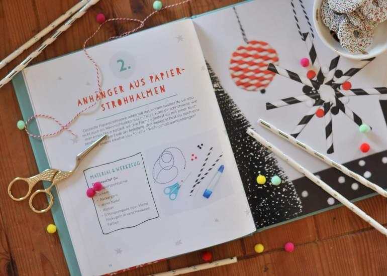 Buchtipp: 24 weihnachtliche Bastelprojekte für Kinder, von Baumschmuck aus Papierstrohhalmen bis zu Weihnachtskarten mit Bügelperlen #weihanchten #basteln #kinder #bastelbuch #buchtipp #strohsterne #pompoms