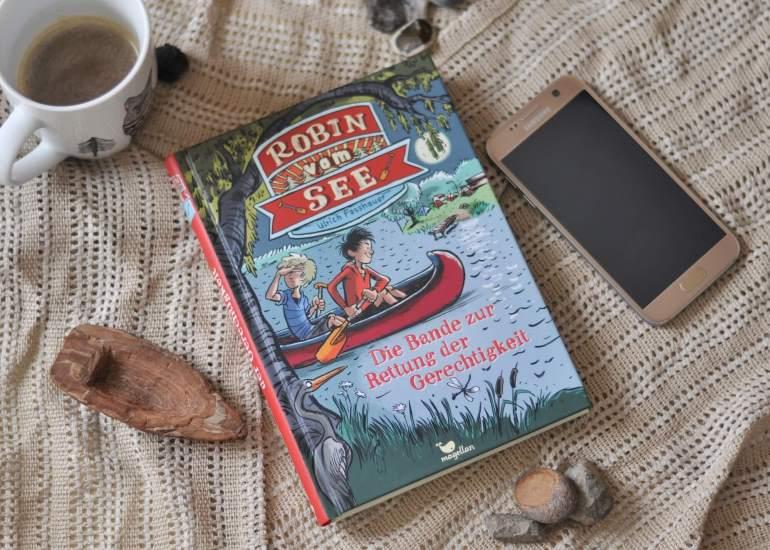 Mit dem Boot auf dem See: Kinder, Reisen, Abenteuer - diese vier Roatrip-Bücher für Kinder ab 8 Jahren sind voll gepackt mit Abenteuer. und zwar aus ganz unterschiedlichen Gründen. #roadtrip #abenteuer #lesen #kinderbuch #wal #kater #robin #berlin