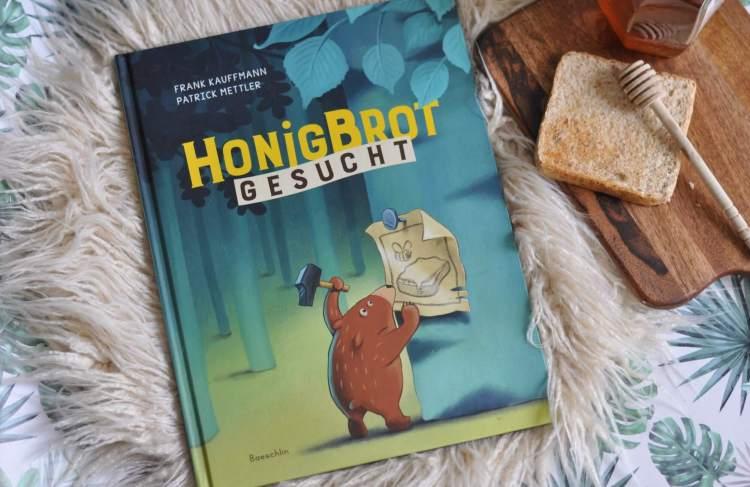 Dem kleinen Bären wurde sein Honigbrot gestohlen. Alle anderen Tiere sind besonders hilfsbereit und bieten etwas von ihrem Essen an. Hier lernen Kinder nicht nur Hilfsbereitschaft, sondern auch, wie vielfältig der Geschmack sein kann. #kinder #buch #lesen #vorlesen #bär #essen #tiere #geschmack #bilderbuch