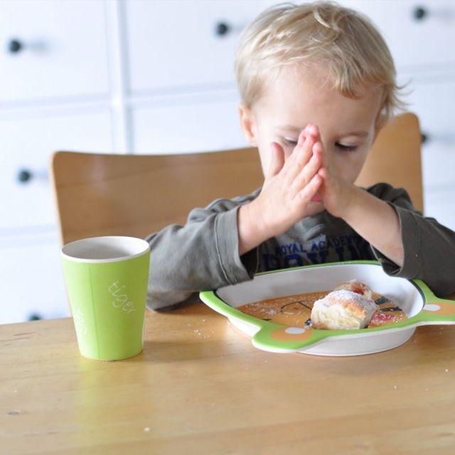 AMTISCH  Bei der erziehungschallenge geht es heute um Tischsittenhellip