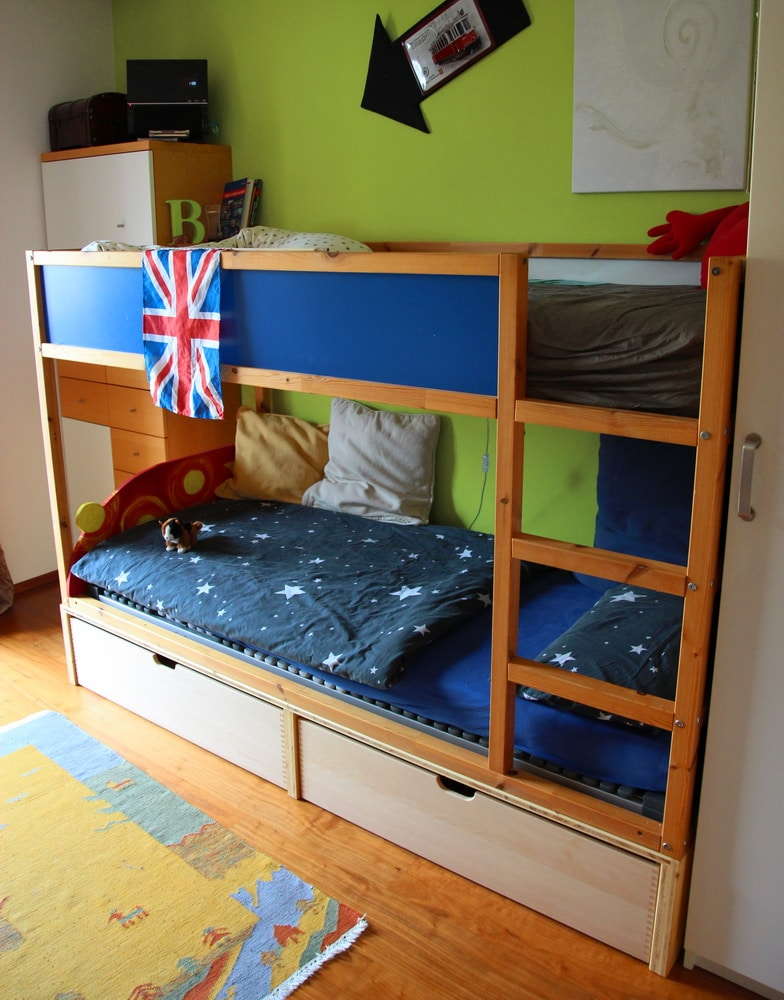 chaosfreieskinderzimmer ikea kura hack muttis n hk stchen. Black Bedroom Furniture Sets. Home Design Ideas