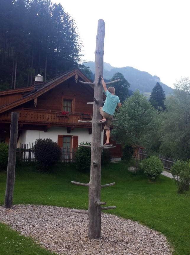 Kinderunterhaltung: Kletterbaum Kinderfreundliche Holzleb'n Chalets Großarl, Salzburger, Österreich   Urlaub mit Kind, Reisen mit Kind
