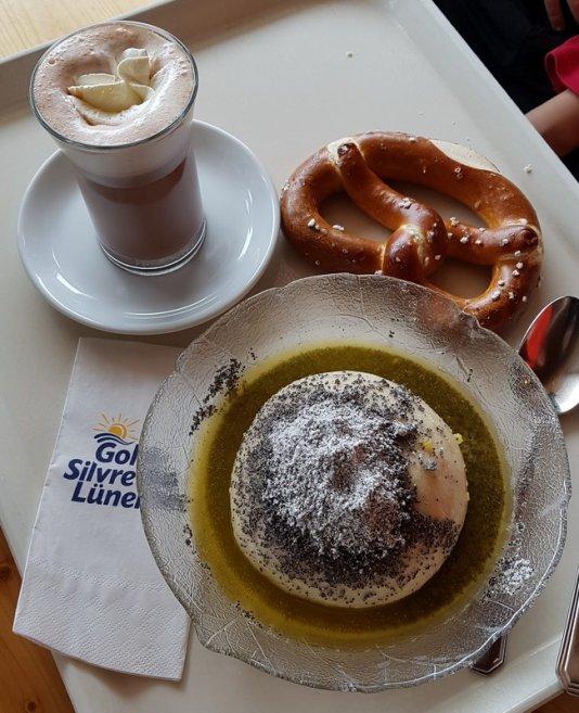 Erfahrungsbericht Skifahren mit Kind am Bewegungsberg Golm, Montafon: Einkehrschwung im Panorama-Restaurant Grüneck