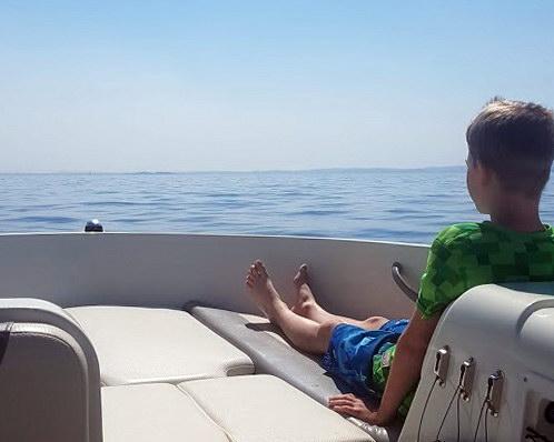 gardasee-mit-kind-motorboot-fahren-5