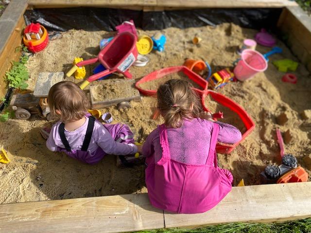 Spaß für Alle im Sandkasten