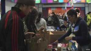 people distributing goods