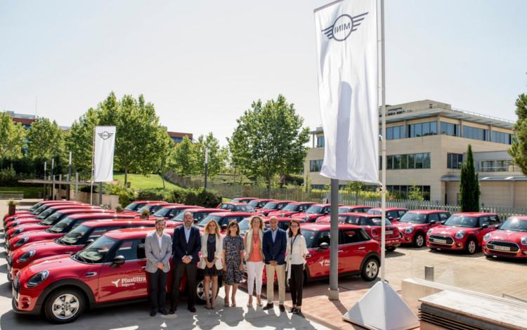 Plus Ultra Seguros entrega vehículos MINI a su red comercial