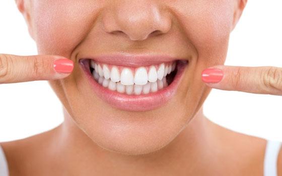 Dentistas en Parla aconsejan cómo cuidar nuestros dientes en verano