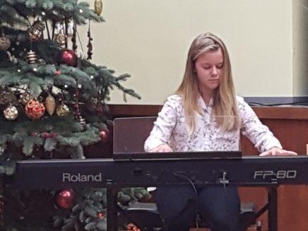 Esineb Lenna-Emilie Võikar