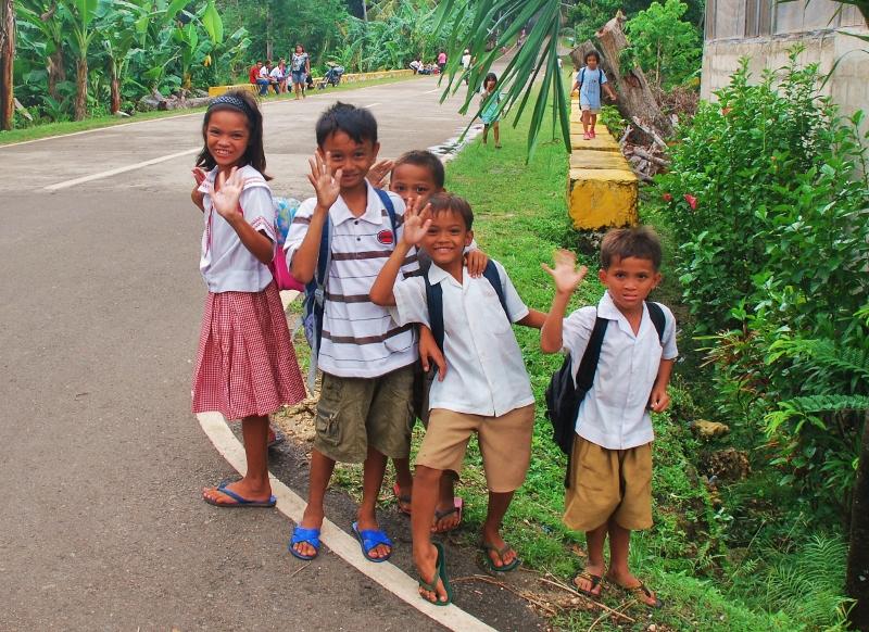 Filippiiniläisiä koululaisia