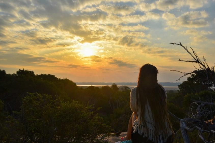 Auringonlasku hiekkadyyneillä Gippslandissä