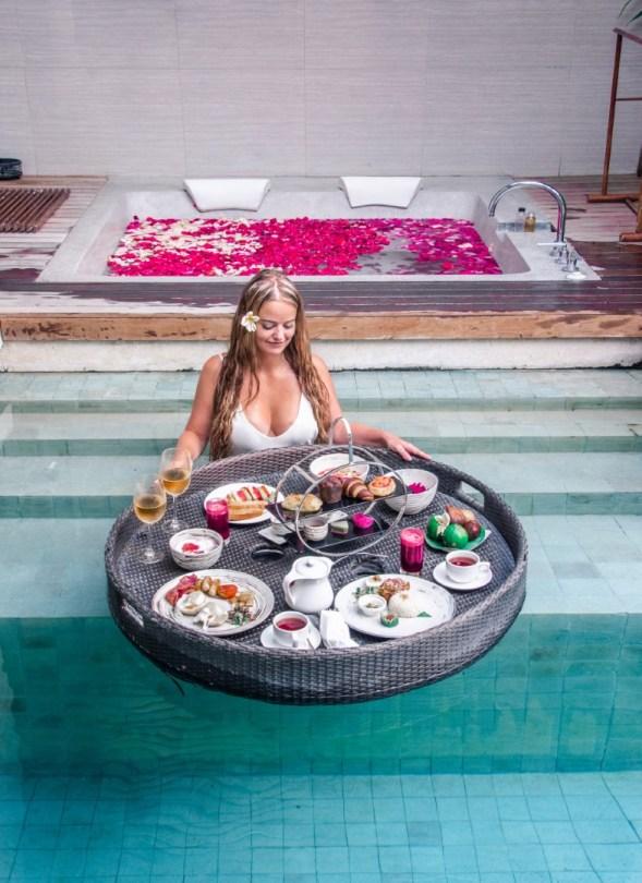 Bali kelluva aamiainen