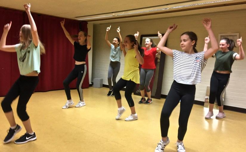 Die Kleinen voller Spaß am tanzen