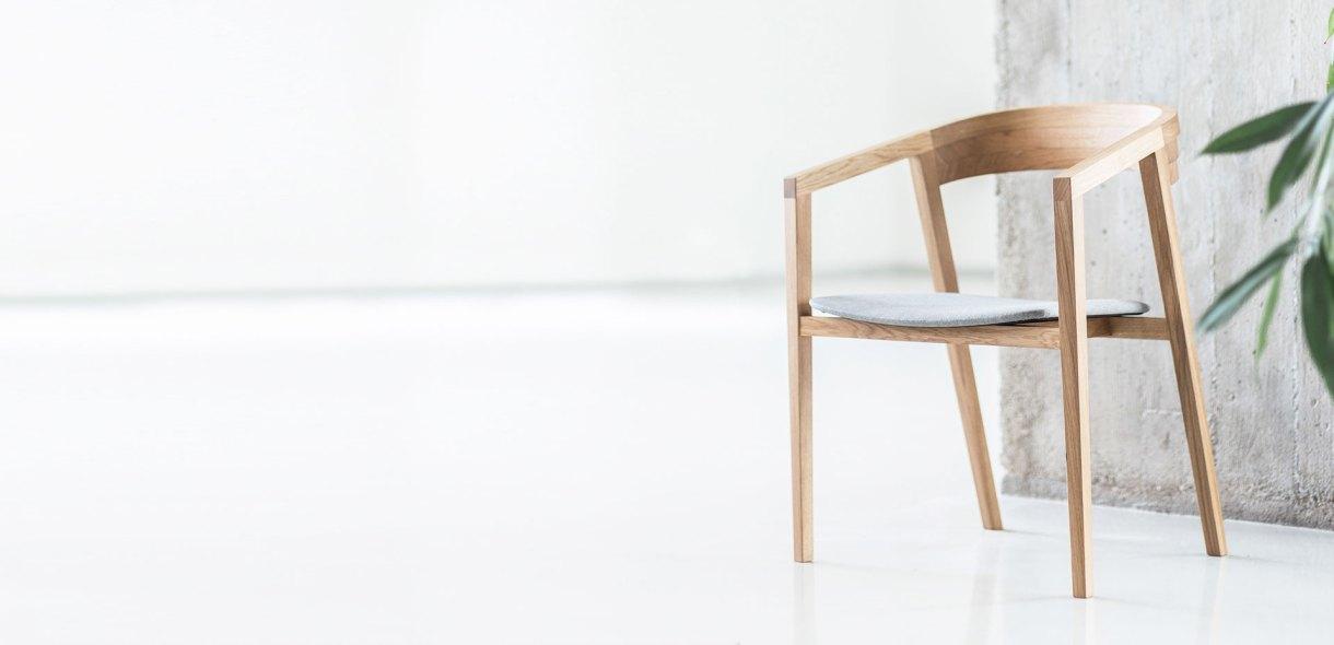 wooden-chair-light-design