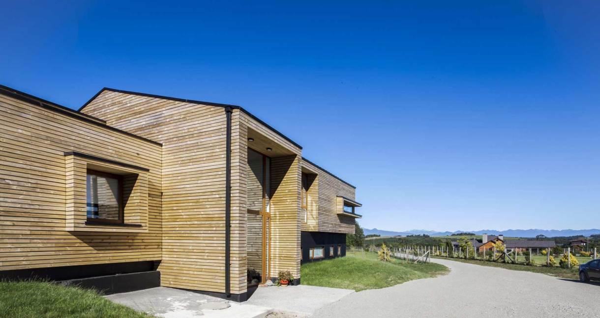 House-Versín-Folsch-wooden-building-door-way