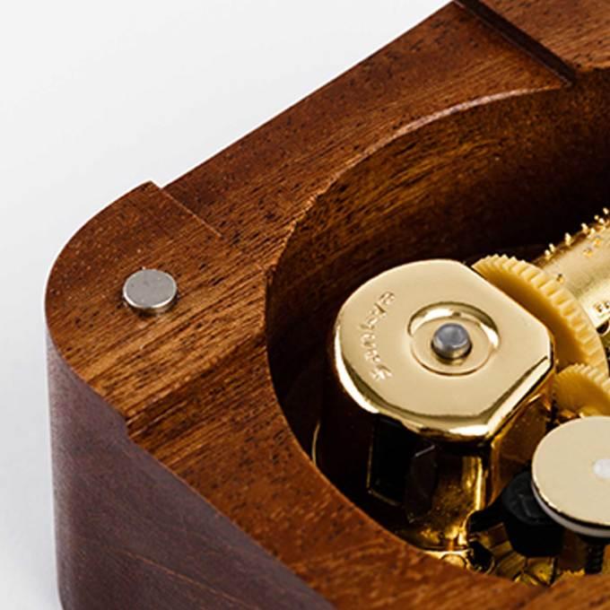 Wood-Music-box-Magnet