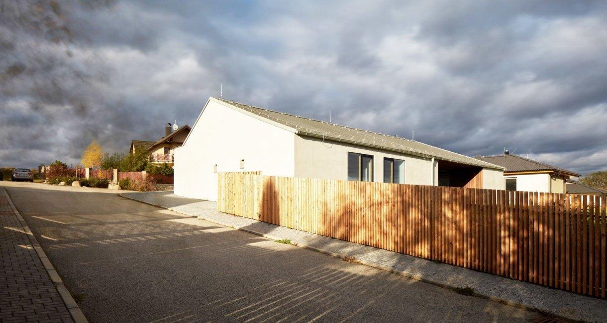 Family-House-Litvínovice-wooden-interior-element-sunset